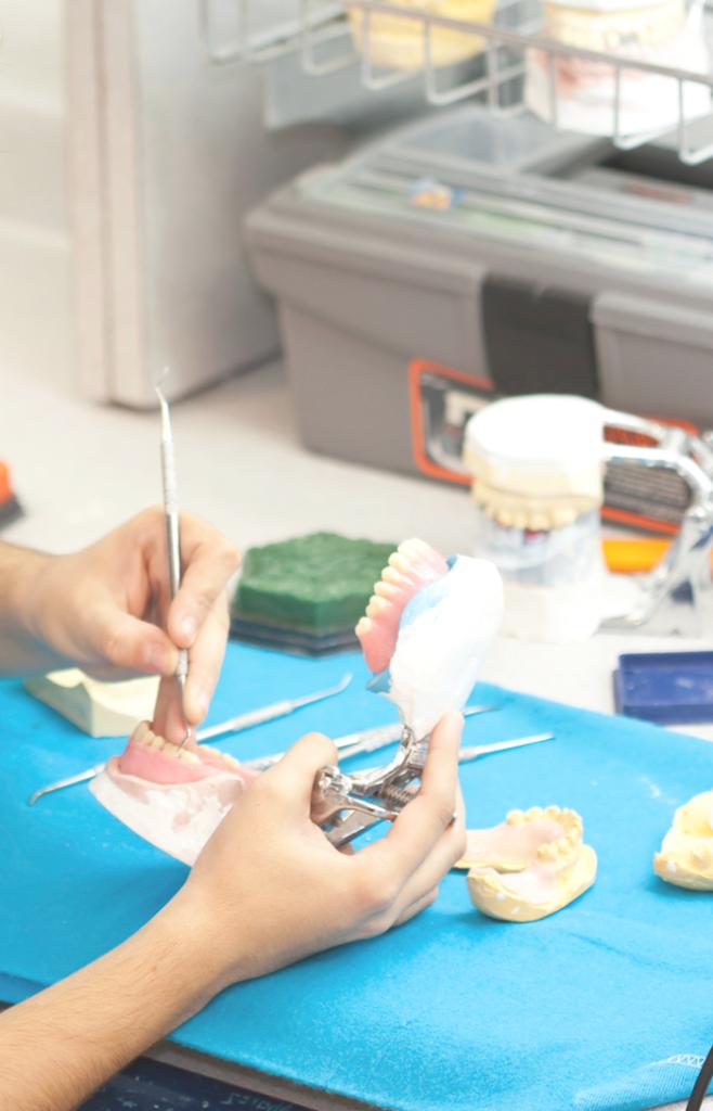 Изготовление эластичных протезов в клинике «Ольга»